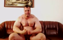 Big muscled bear wanking