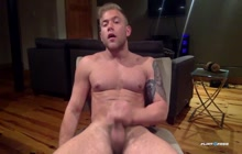 Sexy Muscled Dude Jerking Off