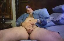 Sexy Bear Jerks Off On Cam