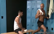 Buff dude sucks hard dick and gets fucked